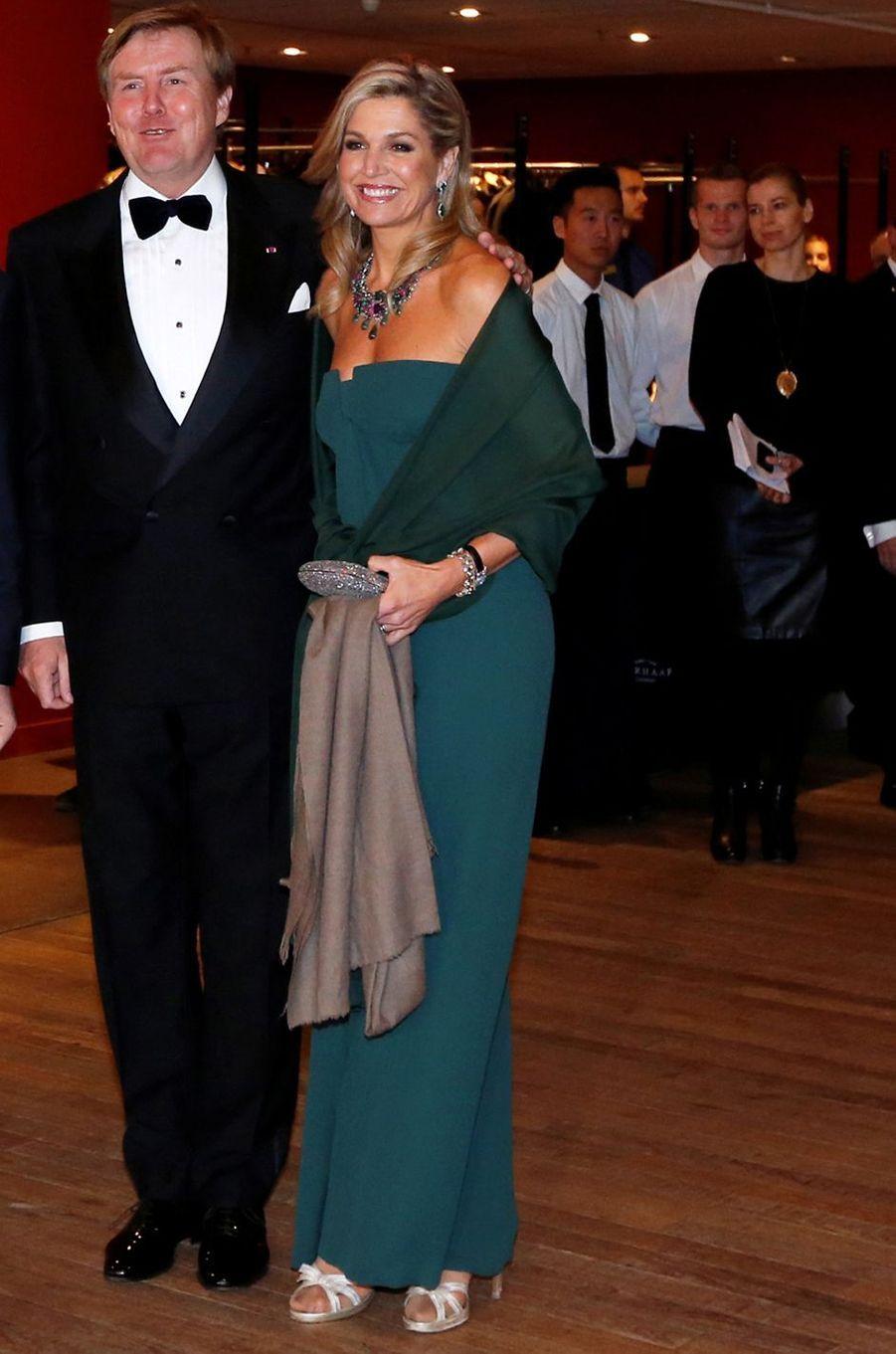 La reine Maxima des Pays-Bas en Valentino à Amsterdam, le 29 novembre 2016
