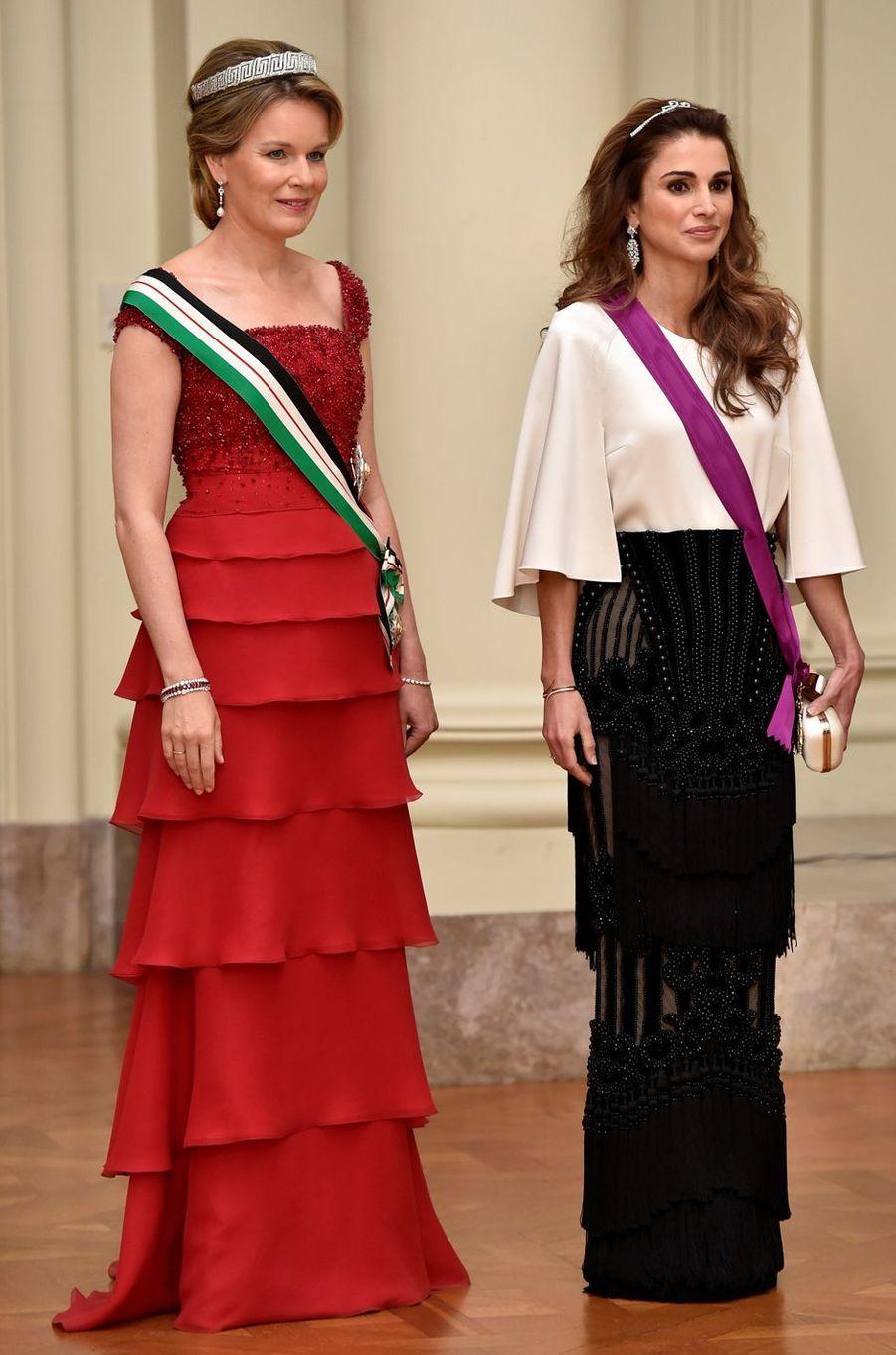 La reine Rania de Jordanie à Bruxelles avec la reine Mathilde de Belgique, le 18 mai 2016