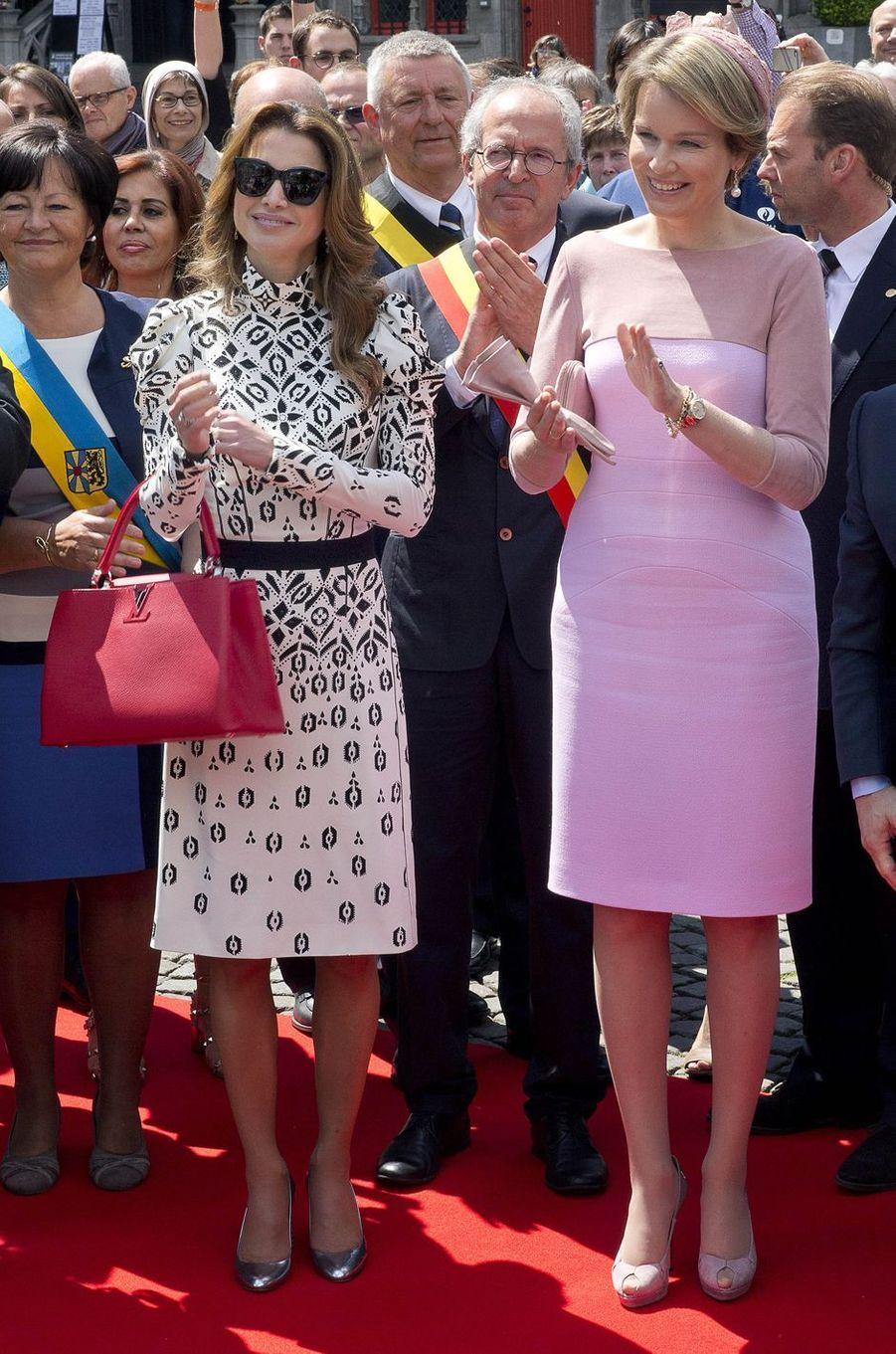 La reine Rania de Jordanie à Bruxelles avec la reine Mathilde de Belgique, le 19 mai 2016