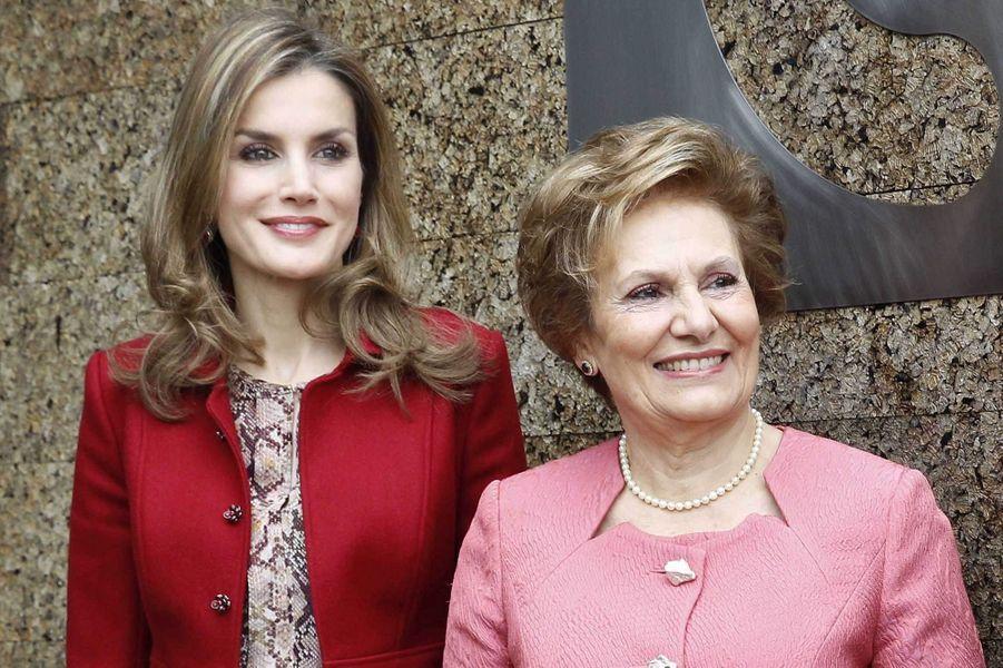 La reine Letizia d'Espagne, avec Maria Cavaco Silva, épouse du président portugais, le 7 novembre 2014