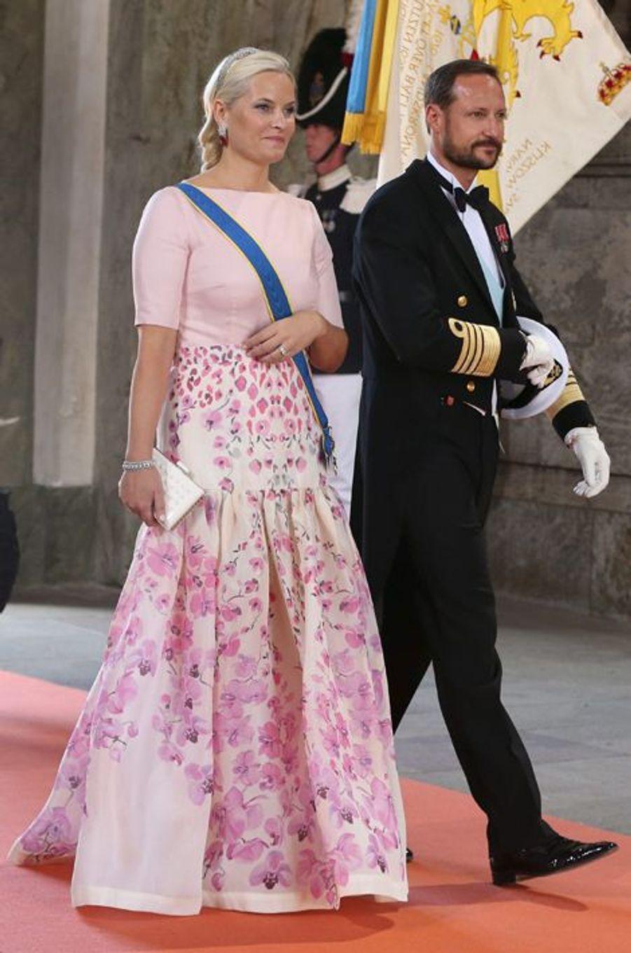La princesse Mette-Marit de Norvège, avec son mari le prince Haakon, à Stockholm, le 13 juin 2015