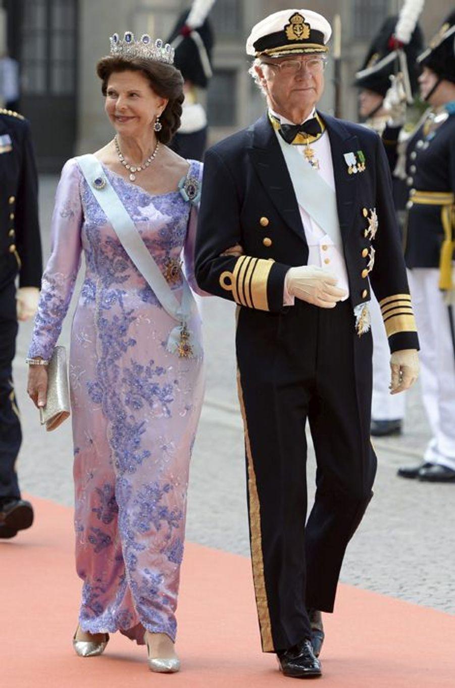 La reine Silvia et le roi Carl XVI Gustaf de Suède à Stockholm, le 13 juin 2015