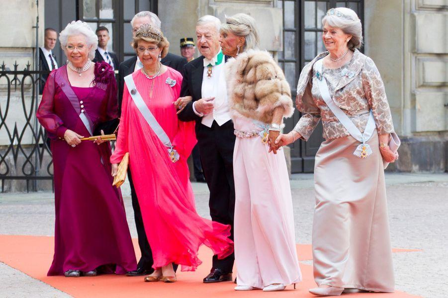 Les princesses Christina, Desiree, Birgitta et Margaretha de Suède, avec Tord Magnuson et le baron Nils August, à Stockholm le 13 juin 2015