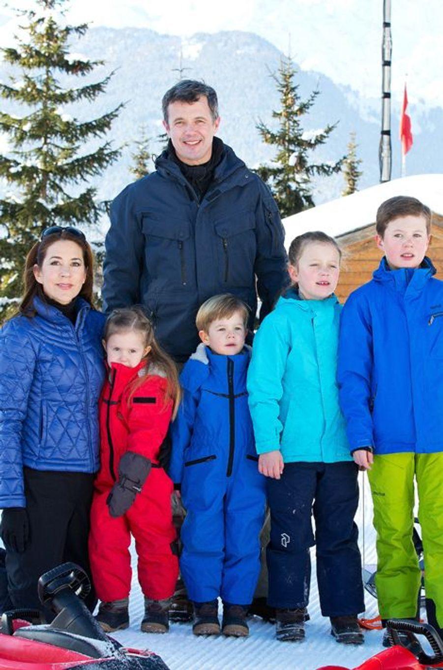 Mary et Frederik avec leurs enfants Christian, Isabella, Vincent et Joséphine, le 8 février 2015
