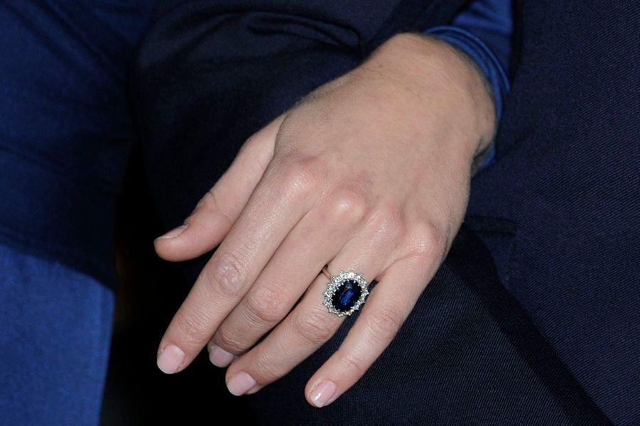 La bague de fiançailles de Kate Middleton, qui fut celle de Lady Diana, le 16 novembre 2010