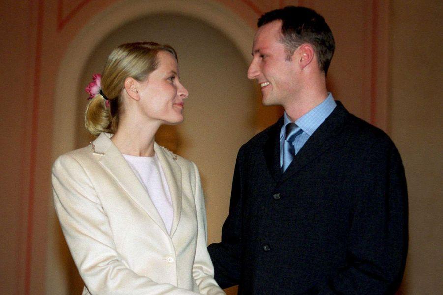 Le prince Haakon de Norvège et Mette-Marit Tjessem Hoiby, le 1er décembre 2000