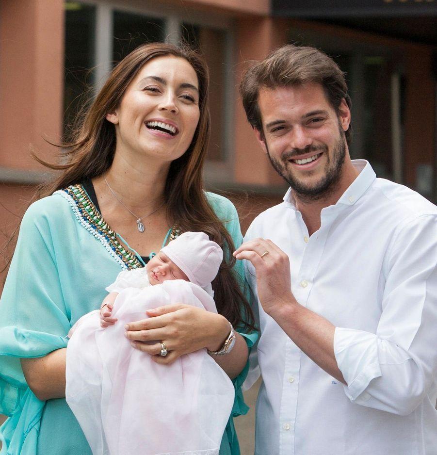 Félix et Claire quittent la maternité avec Amalia