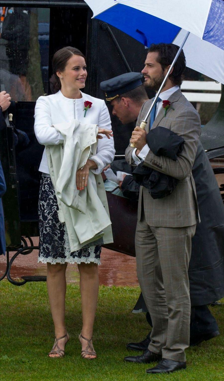 Carl Philip et Sofia, des fiancés dans le vent (et la pluie)