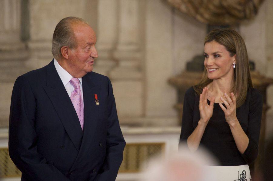 Emouvante passation entre Juan Carlos et Felipe