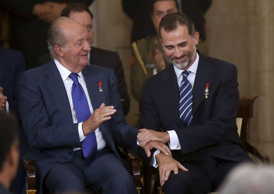 L'ancien roi d'Espagne Juan Carlos fêtera ses 80 ans le 5 janvier 2018. Son fils le roi Felipe VI d'Espagne fêtera ses 50 ans le 30 janvier 2018.
