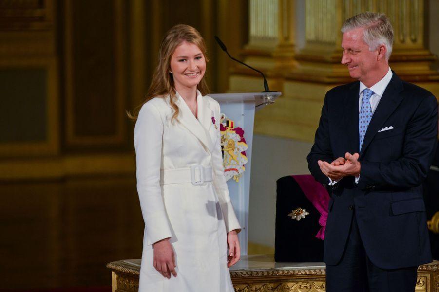 La princesse héritière Elisabeth de Belgique avec son père le roi des Belges Philippe, le jour de ses 18 ans, le 25 octobre 2019