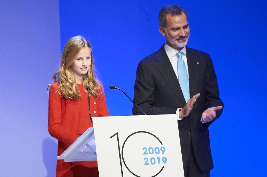 La princesse Leonor d'Espagne avec son père le roi Felipe VI, le 4 novembre 2019 lors de la remise des Prix de la Fondation Princesse de Gérone