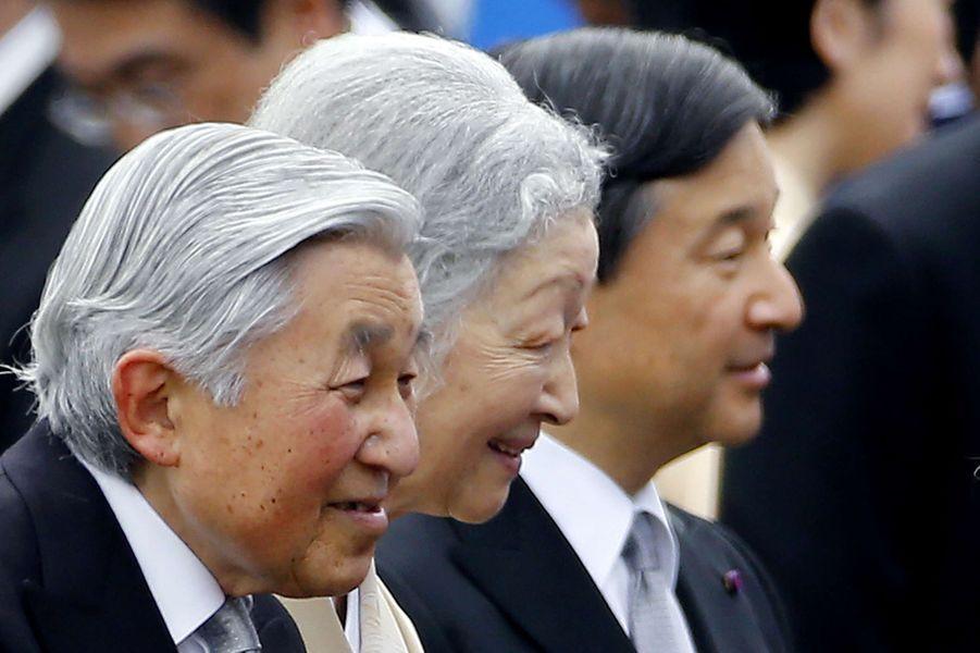 La garden-party organisée chaque année par l'empereur et l'impératrice du Japon pour le printemps s'est déroulée ce mardi 21 avril dans le Jardin impérial d'Akasaka à Tokyo. À l'instar de celle de l'automne dernier, Akihito et Michiko étaient accompagnés de leurs deux fils, les princes Naruhito et Akishino, de la princesse Kiko et d'autres membres de la famille impériale.Chaque dimanche, le Royal Blog de Paris Match vous propose de voir ou revoir les plus belles photographies de la semaine royale.