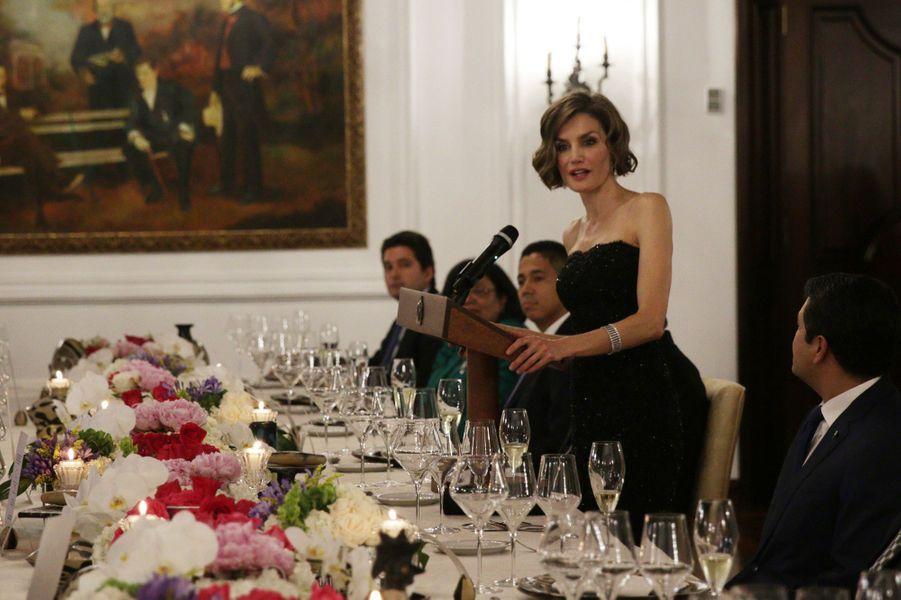 Ce lundi 25 mai, c'est toute seule que Letizia d'Espagne s'est envolée vers le Honduras. L'épouse du roi Felipe VI a effectué une visite de deux jours dans ce pays d'Amérique centrale dans le cadre de la coopération espagnole.Chaque dimanche, le Royal Blog de Paris Match vous propose de voir ou revoir les plus belles photographies de la semaine royale.