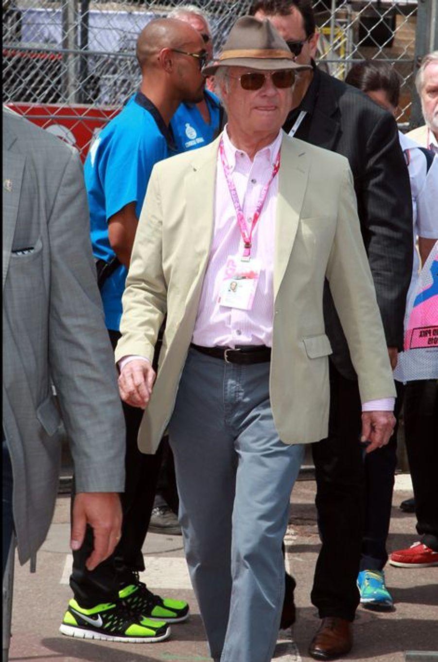 Ce week-end, la Principauté de Monaco a vibré au rythme des vrombissements des moteurs des voitures engagées dans le Grand Prix de Formule 1, sous les yeux du prince Albert II de Monaco accompagné de la princesse Charlène ou encore de ceux de Pierre Casiraghi, le plus jeune fils de la princesse Caroline de Monaco, venu avec sa fiancée italienne Beatrice Borromeo. Mais le roi Carl XVI Gustaf de Suède et son épouse la reine Silvia étaient là eux aussi ce samedi 23 mai.Chaque dimanche, le Royal Blog de Paris Match vous propose de voir ou revoir les plus belles photographies de la semaine royale.