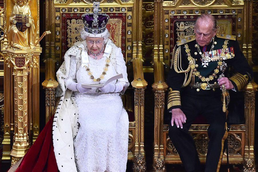 Ce mercredi 27 mai, Elizabeth II a prononcé le «discours de la reine», cérémonial fastueux lors duquel elle a dévoilé le programme législatif du gouvernement conservateur de David Cameron, avec en vedette l'officialisation d'un projet de référendum sur l'appartenance du Royaume-Uni à l'UE.Chaque dimanche, le Royal Blog de Paris Match vous propose de voir ou revoir les plus belles photographies de la semaine royale.