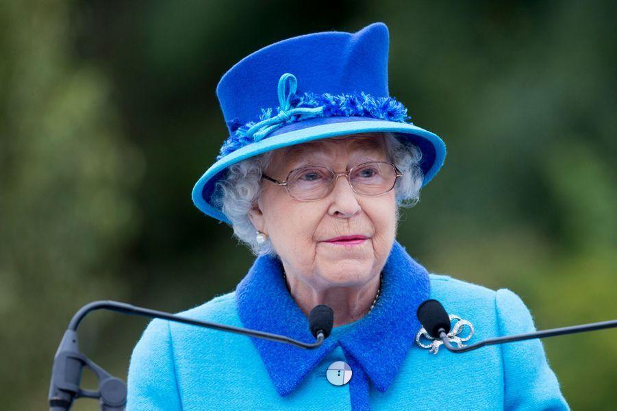 Ce mercredi 9 septembre, la reine Elizabeth II, avec son époux le prince Philip, depuis toujours à ses côtés, a inauguré la remise en service de la célèbre ligne de chemin de fer de «Waverley Route» en Écosse, abandonnée à la fin des années 1960. En ce jour où elle battait le record de longévité sur le trône britannique détenu jusqu'alors par son aïeule la reine-impératrice Victoria, la souveraine, dont la prise de parole en public est rarissime, a prononcé un discours.Chaque dimanche, le Royal Blog de Paris Match vous propose de voir ou revoir les plus belles photographies de la semaine royale.