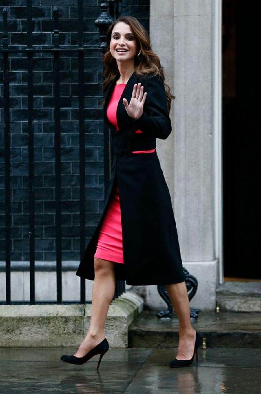 Ce vendredi 8 janvier,Raniaétait à Londres. Très élégante comme de coutume,la reine de Jordanieavait rendez-vous au 10 Downing Street pour évoquer la crise des réfugiés syriens avec le Premier ministre britannique David Cameron.Chaque dimanche, le Royal Blog de Paris Match vous propose de voir ou revoir les plus belles photographies de la semaine royale.