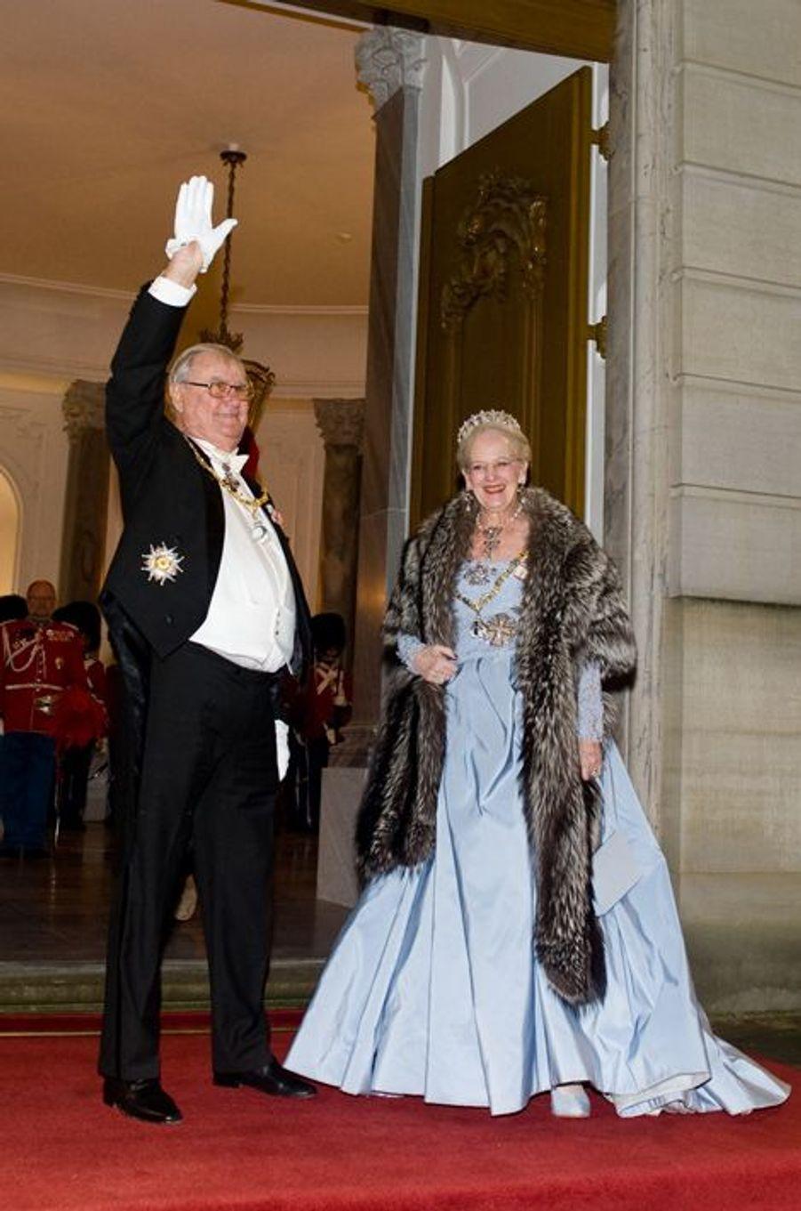 Le prince Henrik, époux de la reine Margrethe II de Danemark a pris sa retraite à 81 ans. Il ne participera donc plus à divers événements et cérémonies officielles. La nouvelle a été annoncée ce vendredi 1er janvier. Chaque dimanche, le Royal Blog de Paris Match vous propose de voir ou revoir les plus belles photographies de la semaine royale.