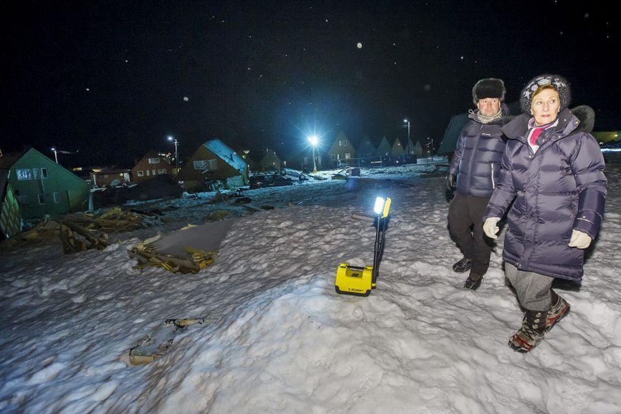 Ce jeudi 7 janvier, la reine Sonja, épouse du roi Harald V de Norvège, était sur l'archipel norvégien du Svalbard, dans l'océan Arctique, où elle a rencontré la population de Longyearbyen affectée par une terrible avalanche survenue une vingtaine de jours plus tôt.Chaque dimanche, le Royal Blog de Paris Match vous propose de voir ou revoir les plus belles photographies de la semaine royale.