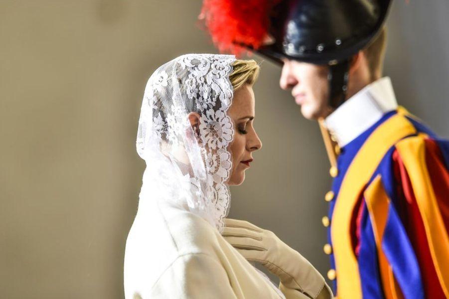 Le prince Albert II de Monaco et son épouse la princesse Charlène étaient ce lundi 18 janvier au Vatican pour une visite officielle. Au Saint Siège, le couple princier a été reçu par Sa Sainteté le Pape François pour une audience privée.Chaque dimanche, le Royal Blog de Paris Match vous propose de voir ou revoir les plus belles photographies de la semaine royale.