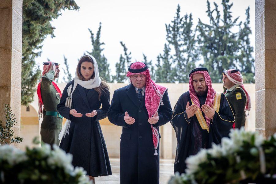 La reine Rania était ce dimanche 7 février aux côtés de son époux le roi Adallah II de Jordanie pour se recueillir à Amman sur la tombe de son beau-père, l'ancien roi Hussein disparu il y a 17 ans.Chaque dimanche, le Royal Blog de Paris Match vous propose de voir ou revoir les plus belles photographies de la semaine royale.