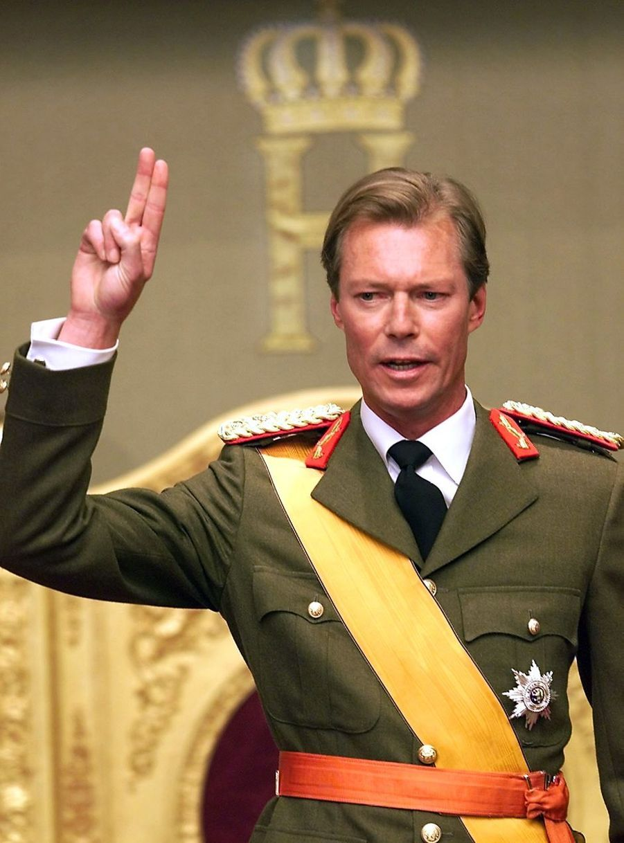 Le grand-duc Henri de Luxembourg (ici le 7 octobre 2000, jour de sa prestation de serment) va fêter en 2020 ses 20 ans sur le trône du grand-duché