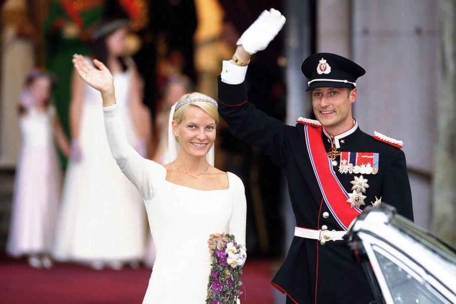 Le prince Haakon de Norvège et la princesse Mette-Marit (ici le 25 août 2001) vont fêter leurs 20 ans de mariage