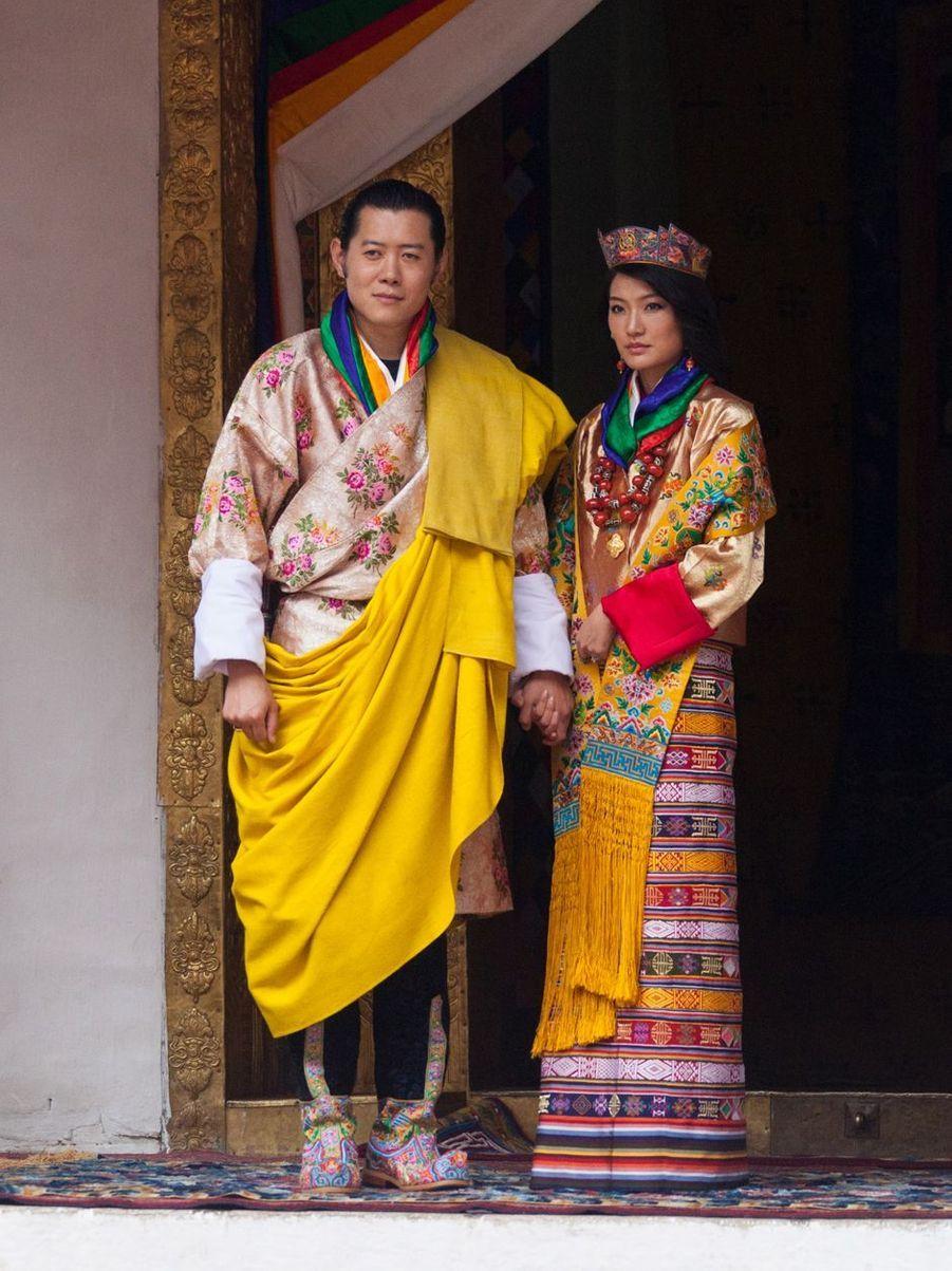 Le roi du Bhoutan Jigme Khesar Wangchuck et la reine Jetsun Pema(ici le 13 octobre 2011) vont fêter leurs 10 ans de mariage