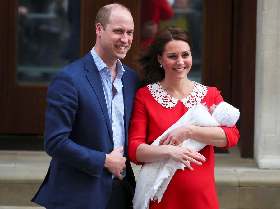 Le prince Louis avec ses parents le prince William et Kate Middleton, le jour de sa naissance, 23 avril 2018