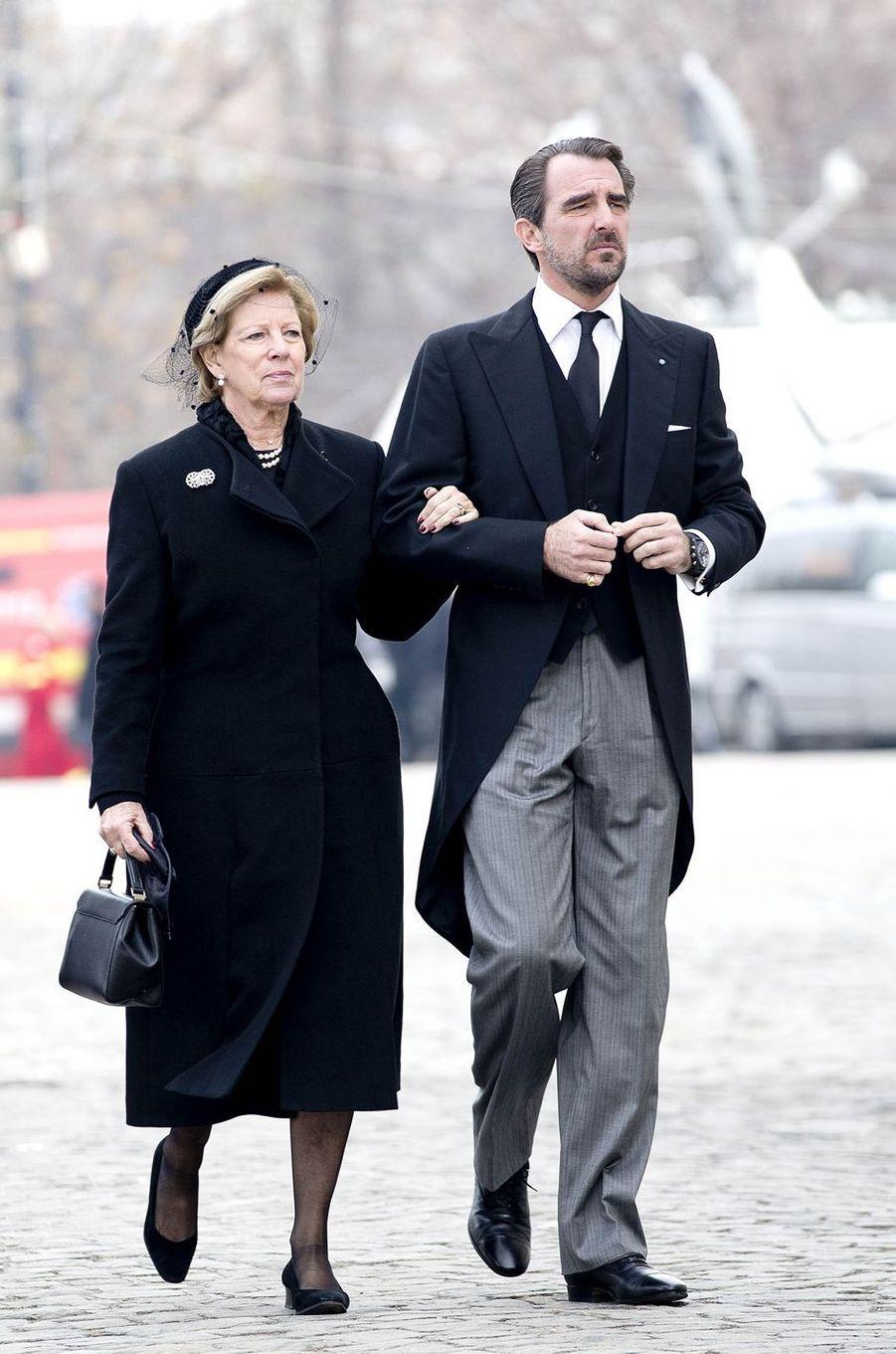 L'ex-reine Anne-Marie de Grèce et son fils le prince Nikolaos aux obsèques de l'ex-roi Michel de Roumanie à Bucarest, le 16 décembre 2017