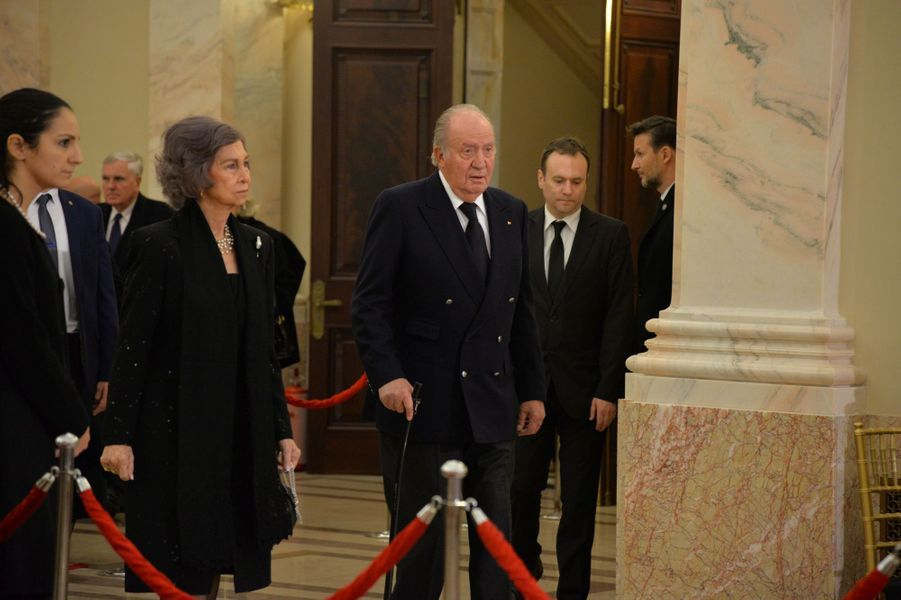 L'ex-reine Sofia et l'ex-roi Juan Carlos d'Espagne aux obsèques de l'ex-roi Michel de Roumanie à Bucarest, le 16 décembre 2017