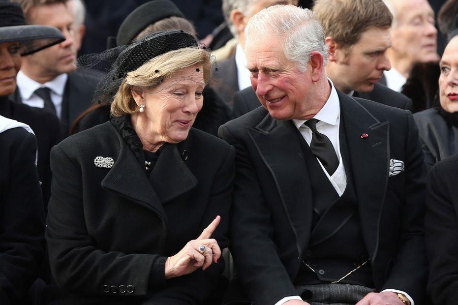 L'ex-reine Anne-Marie de Grèce et le prince Charles d'Angleterre aux obsèques de l'ex-roi Michel de Roumanie à Bucarest, le 16 décembre 2017
