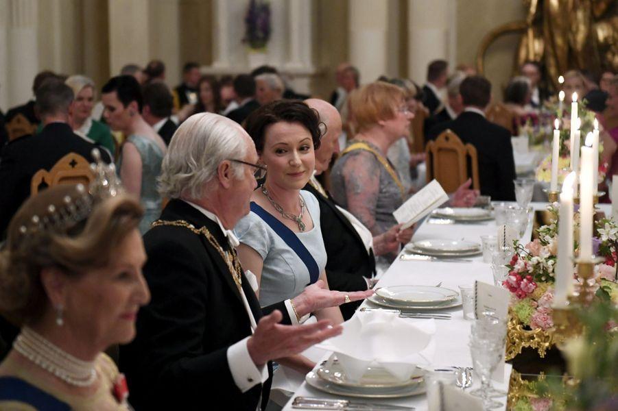 Au premier plan, la reine Sonja de Norvège et le roi Carl XVI Gustaf de Suède à Helsinki, le 1er juin 2017