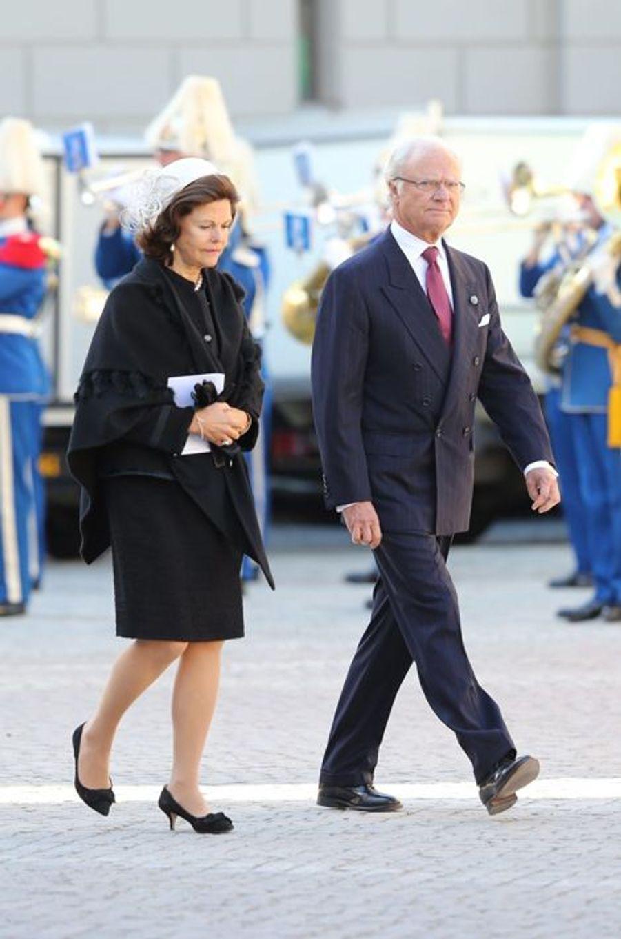 Le Le roi Carl XVI Gustav et la reine Silvia à la rentrée du Parlement de Suède, le 30 septembre 2014