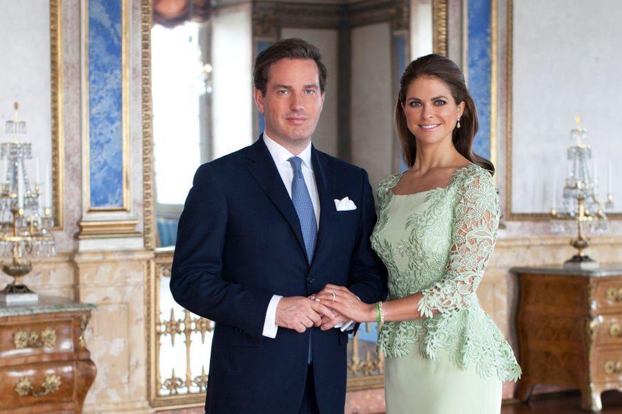 Après la lecture des bans à l'occasion d'une cérémonie religieuse dans la chapelle royale la semaine passée, la princesse et son futur époux ont dévoilé une série de photos officielles.