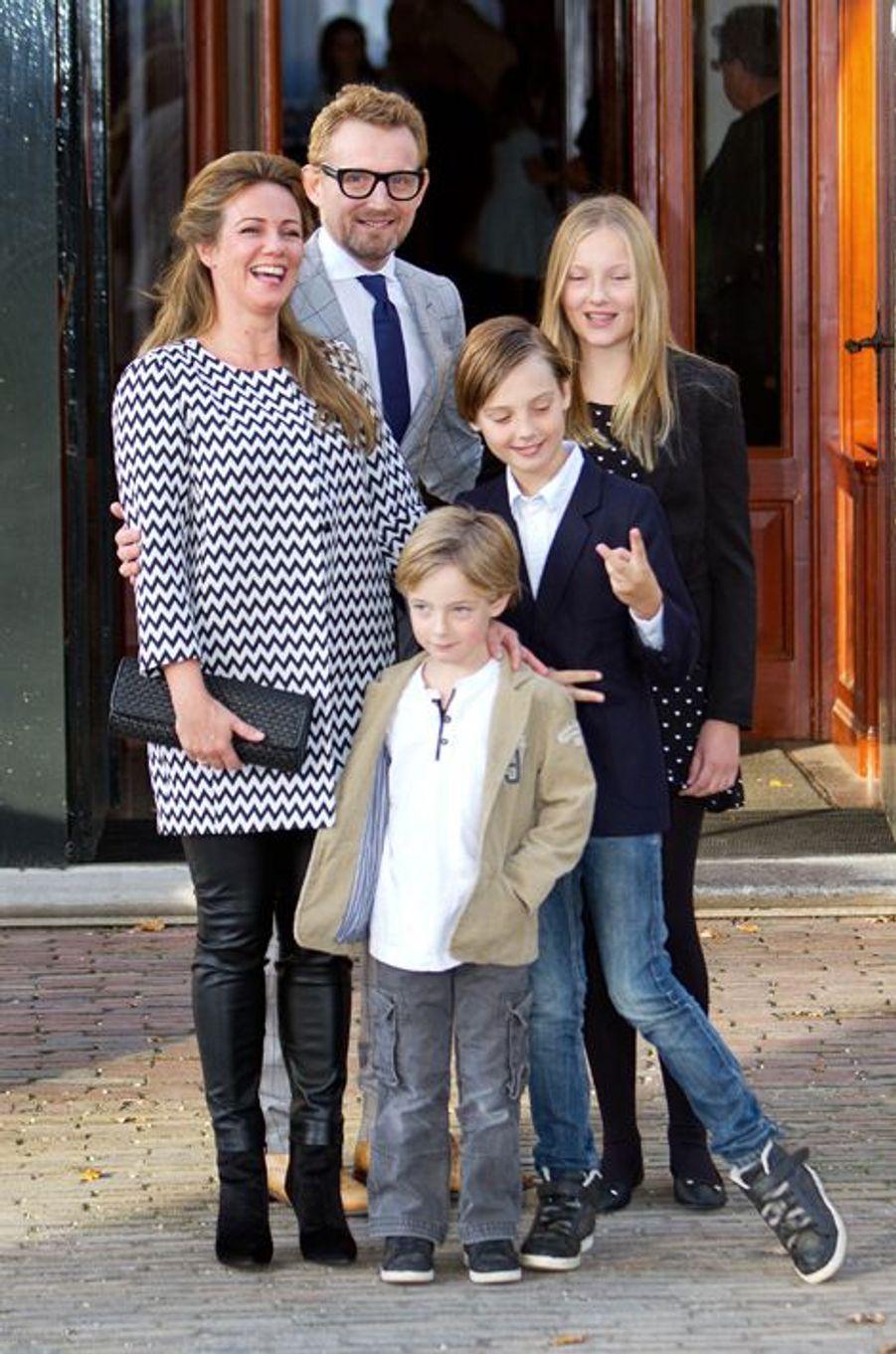 Le prince Bernhard, frère de Floris, avec la princesse Annette et leurs enfants à Apeldoorn le 9 novembre 2014