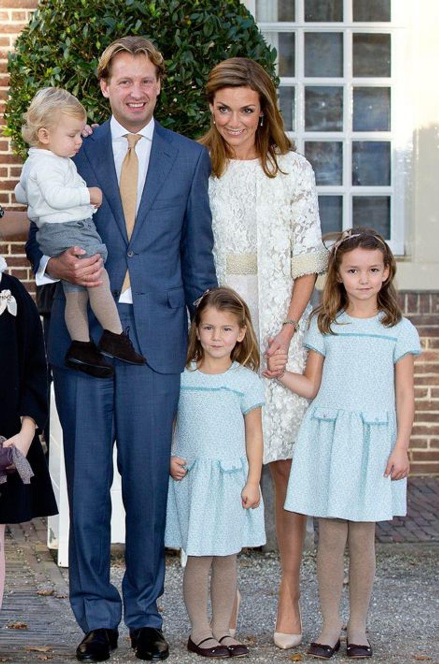 Le prince Floris, son épouse la princesse Aimée et leurs enfants à Apeldoorn, le 9 novembre 2014