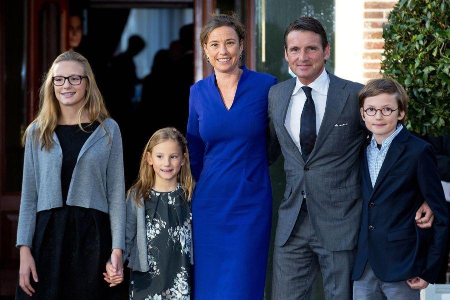 Le prince Maurits, frère de Floris, avec la princesse Marilène et leurs enfants à Apeldoorn le 9 novembre 2014
