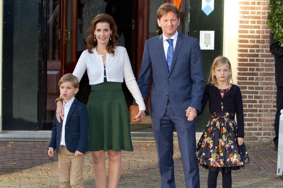 Le prince Peter Christiaan, frère de Floris, avec la princesse Antita et leurs enfants à Apeldoorn le 9 novembre 2014