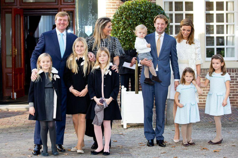 Le roi Willem-Alexander des Pays-Bas, la reine Maxima, le prince Floris, la princesse Aimée et leurs enfants à Apeldoorn, le 9 novembre 2014