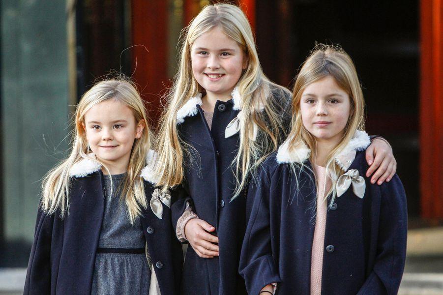 Les princesses Catharina-Amalia, Alexia et Ariane des Pays-Bas à Apeldoorn le 9 novembre 2014