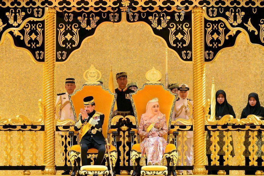 Le sultan de Brunei Hassanal Bolkiah et la reine Saleha à Bandar Seri Begawan, le 15 août 2015