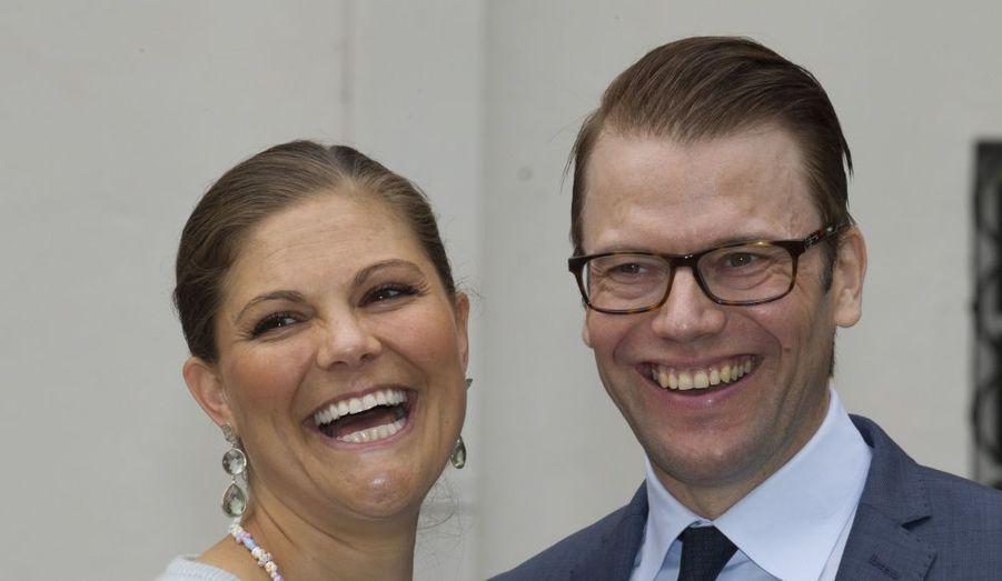 Le prince Daniel et la princesse Victoria avaient le sourire.