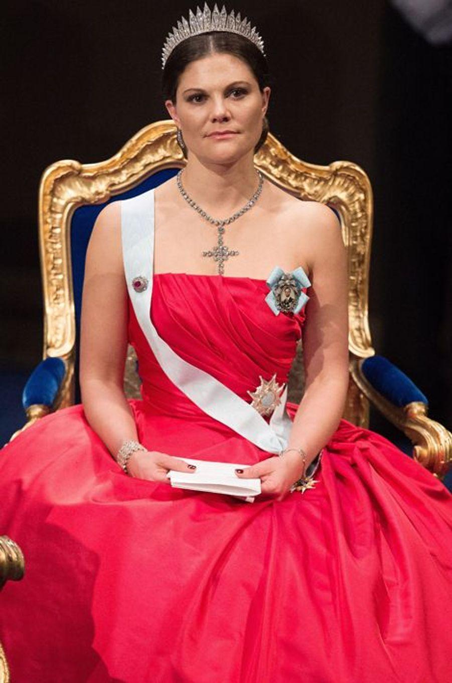 La princesse Victoria de Suède à la cérémonie de remise des prix Nobel à Stockholm, le 10 décembre 2014