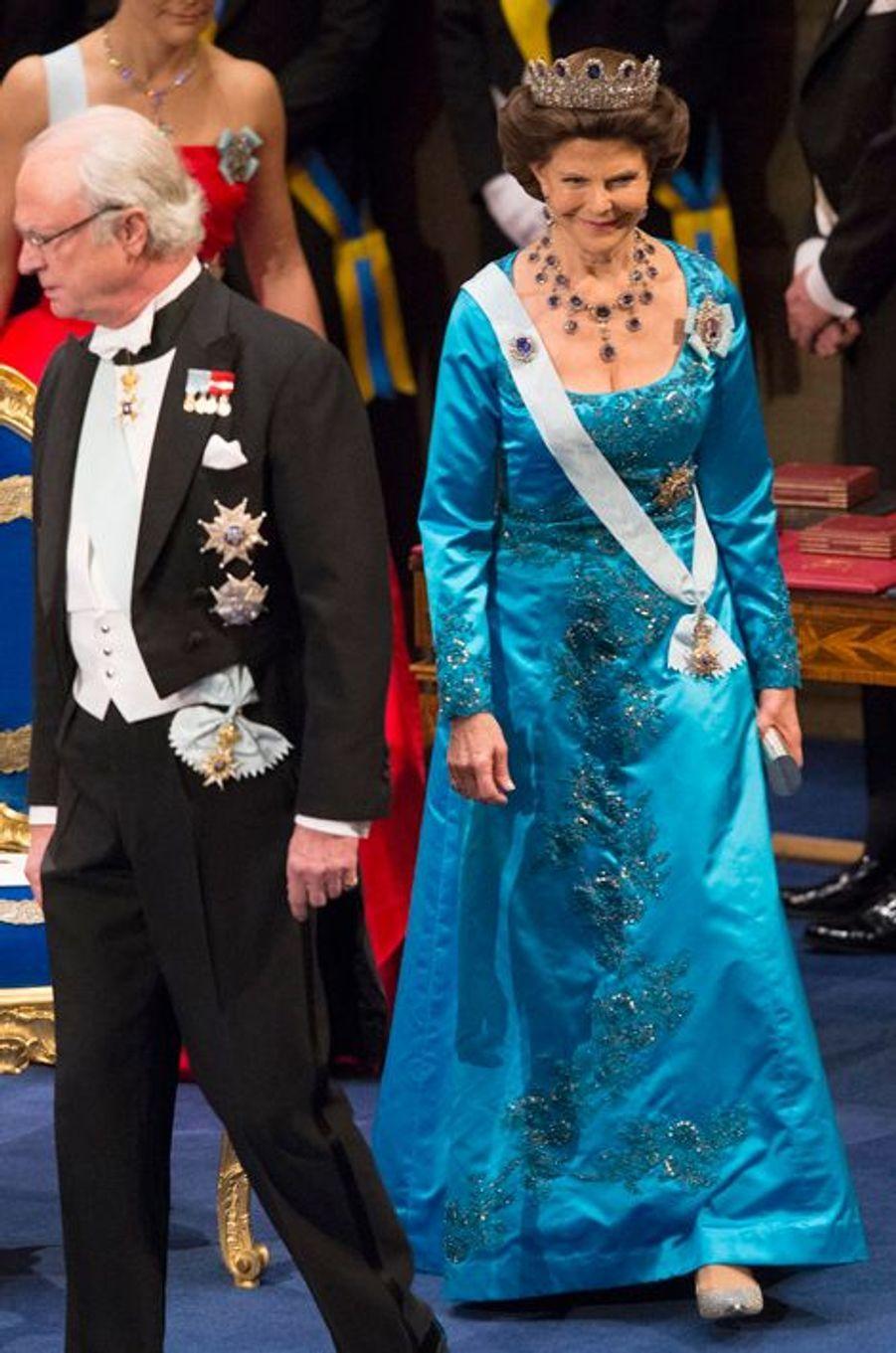 Le roi Carl XVI Gustaf de Suède et la reine Silvia au banquet des prix Nobel à Stockholm, le 10 décembre 2014