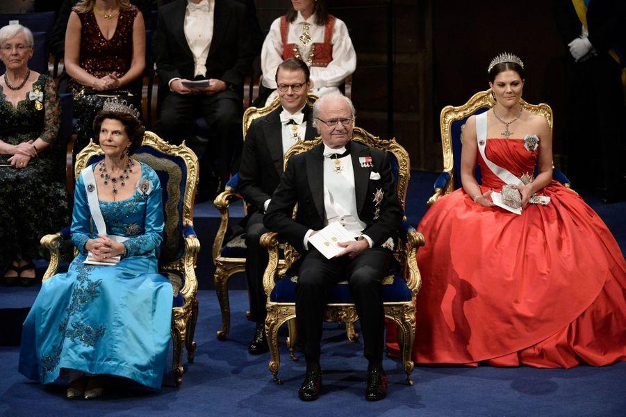 Le roi Carl XVI Gustaf de suède, la reine Silvia et la princesse Victoria à la cérémonie de remise des prix Nobel à Stockholm, le 10 décembre...