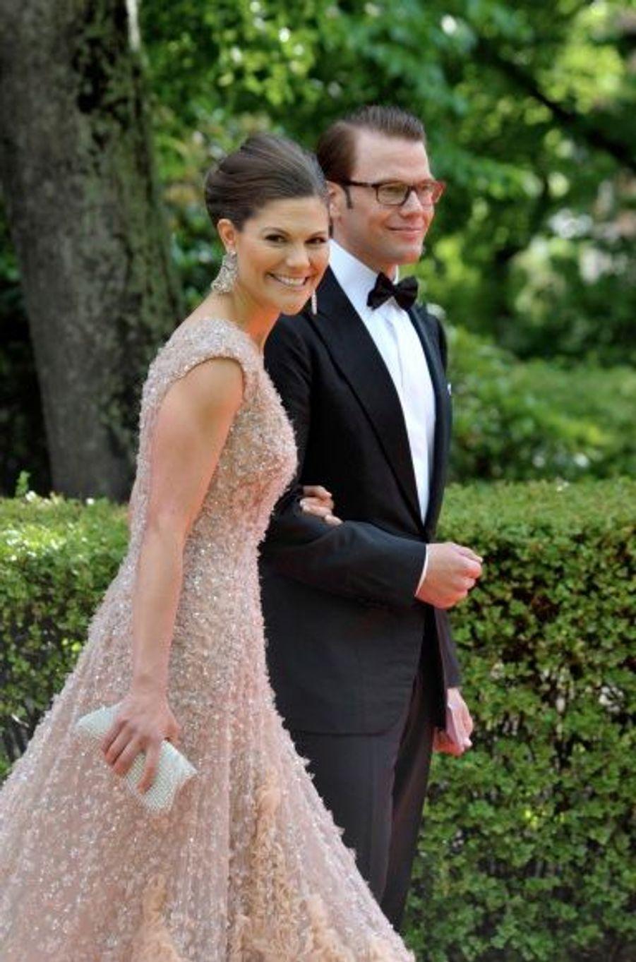 Les fiancés assistent à une réception, tenue par le gouvernement suédois.