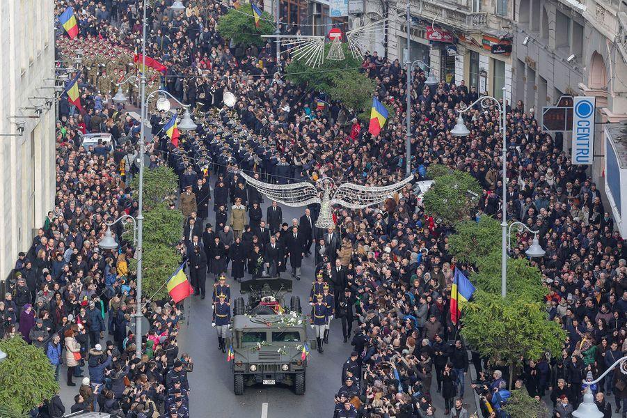 Charles d'Angleterre, Juan Carlos Ier, le grand duc Henri du Luxembourg, Carl XVI Gustaf de Suède, Simeon II de Bulgarie et Anne-Marie de Grèce ont rendu hommage à Michel Ier, l'ancien roi de Roumanie décédé.