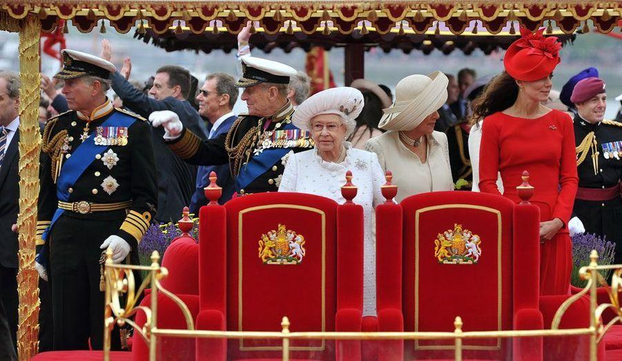 Pour son Jubilé, Elizabeth a traversé Londres sur la Tamise, avec sa famille et un millier de bateaux...
